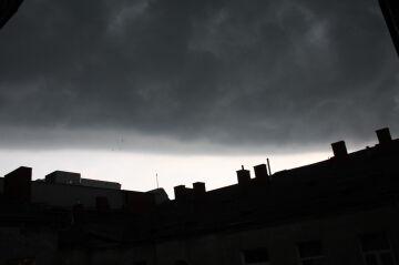 ~Daria wielka chmura nad pragą