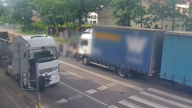 Ciężarówka potrąciła 12-latków na rowerach