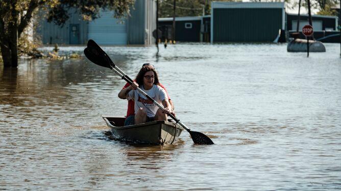 Luizjana po przejściu kolejnego huraganu. Ogromne ilości wody na ulicach