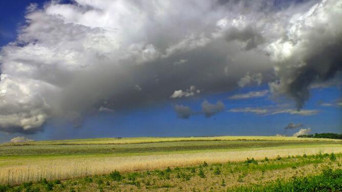 Prognoza pogody na dziś: pogodnie. Wschód pod znakiem burz